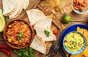 Nachos, burritos, guacamole, sour cream por Welcome Chef